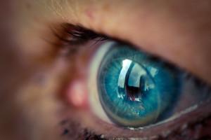 контактные линзы на глазах